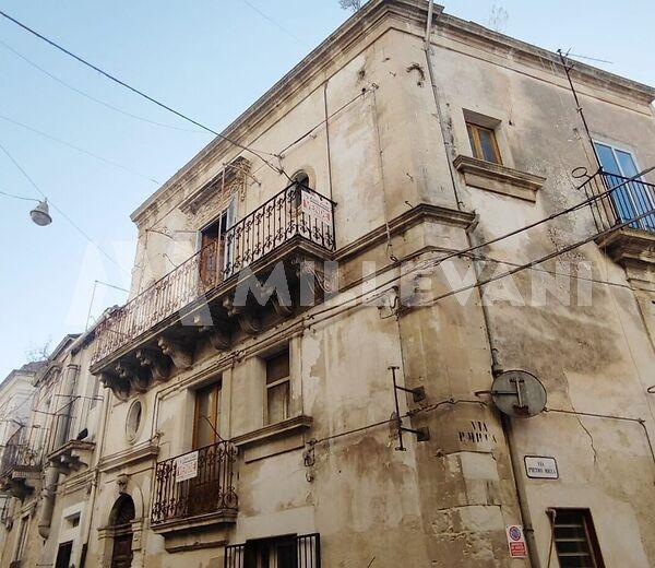 Palazzo storico del 1800 in vendita a Scicli