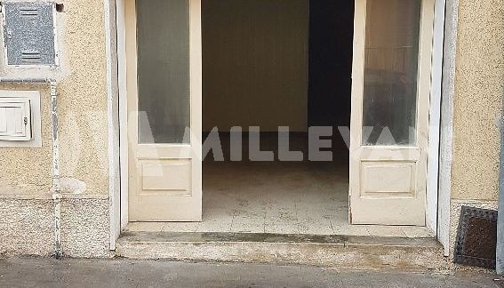 Garage piano strada in vendita a Pozzallo