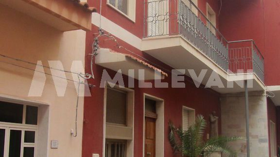 Appartamento su due livelli in centro a Pozzallo