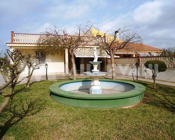 Maestosa villa a Ispica mare
