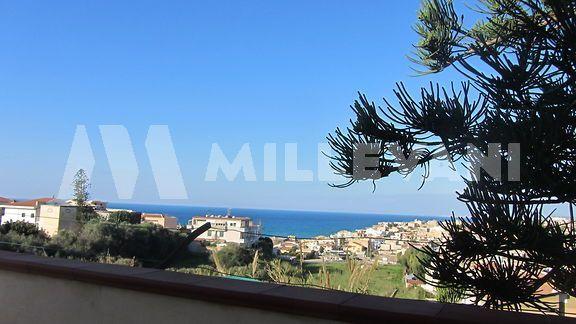 Cava D'Aliga vendita villa in posizione panoramica