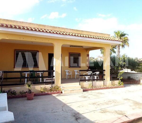 villa a Santa Maria del Focallo a 350 metri dalla spiaggia
