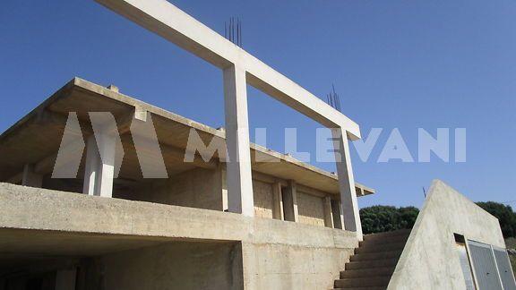 Stabile allo stato rustico in vendita a Cava D'Aliga