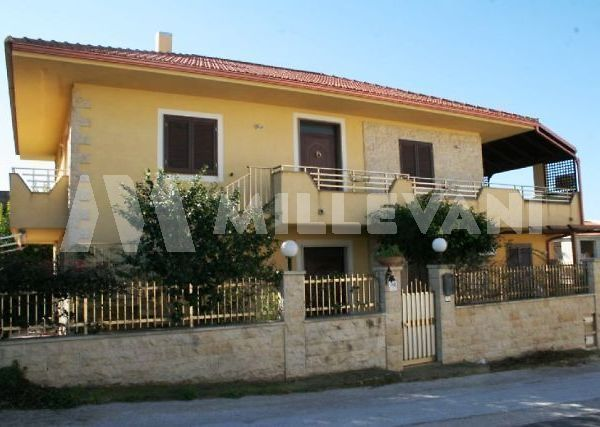 vendita appartamento in villa a Cava D'aliga