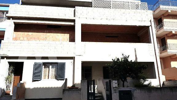 Appartamento allo stato rustico a Pozzallo