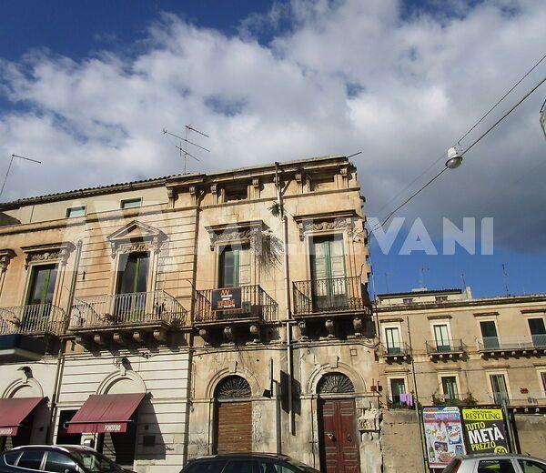 Palazzo storico in zona centrale a Scicli