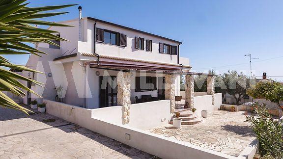villa panoramica in vendita a Marina di Ragusa