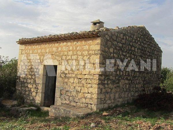 Cava D'Aliga caseggiato rurale in vendita