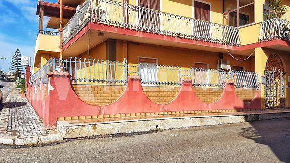 Appartamento al piano terra in stabile bifamiliare a Pozzallo