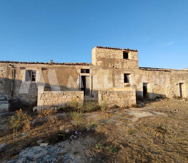 Casale in pietra del 1885 a Cava D'Aliga
