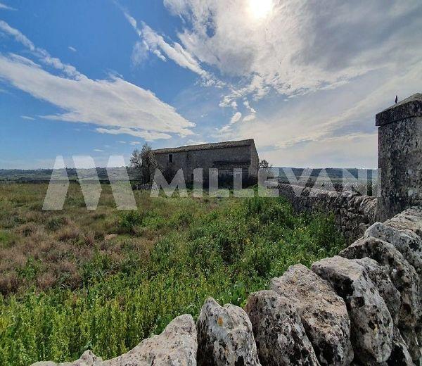 Antica masseria in pietra a Ragusa
