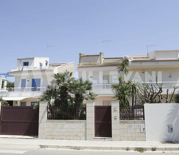 villa a schiera fronte mare in vendita a Marina di Ragusa