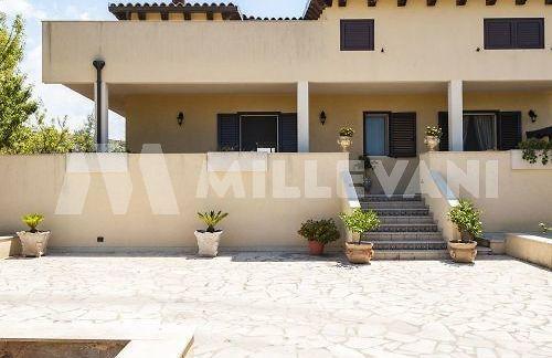 villa su due livelli in vendita a Marina di Ragusa