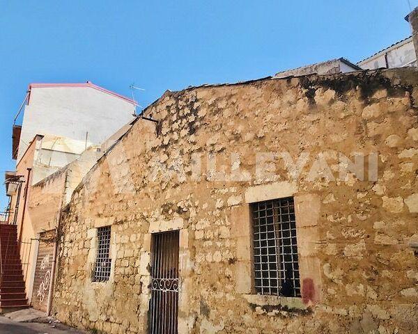 casa singola da ristrutturare in centro a Pozzallo