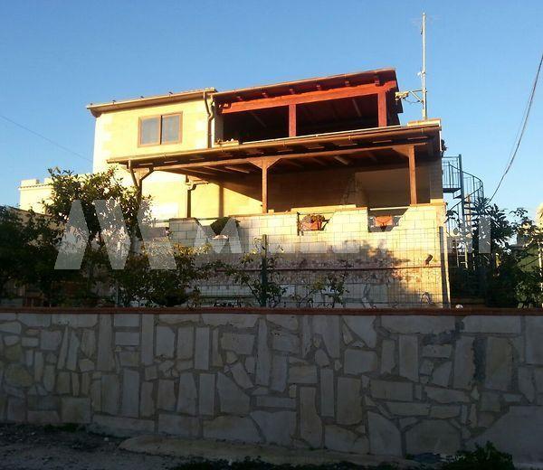 Vendita casa singola con giardino a Cava D'aliga