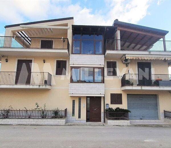 Appartamento ben rifinito a Giarratana, Ragusa