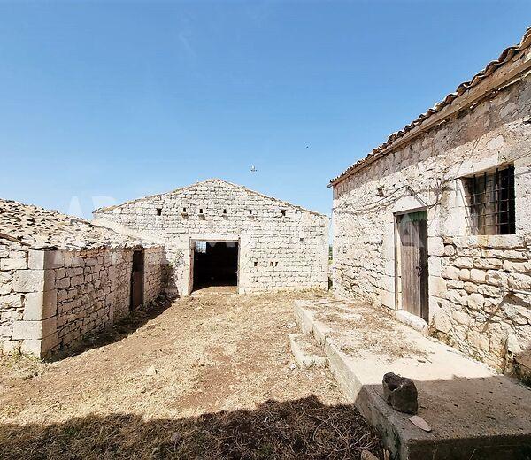 Antico Casale in contrada Quartarella, Modica